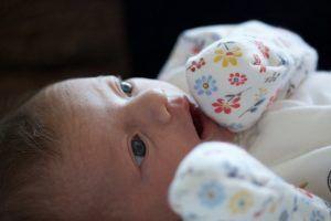 manoplas en recién nacidos, ¿son necesarias?