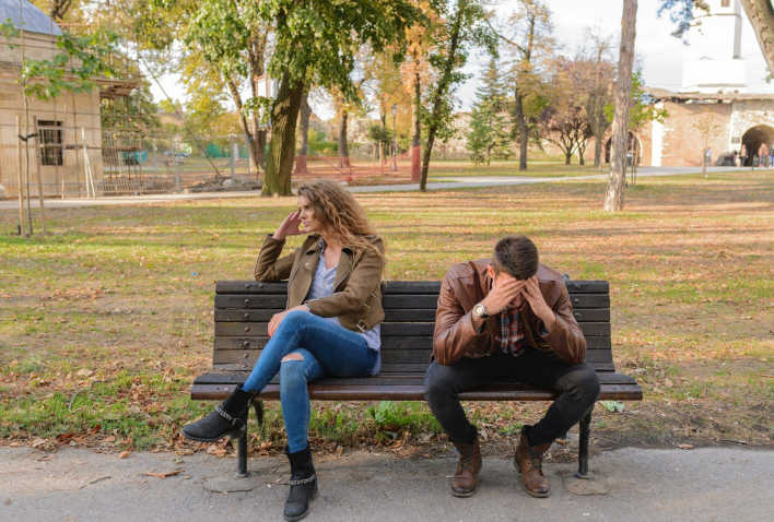 pareja con estrés en el embarazo